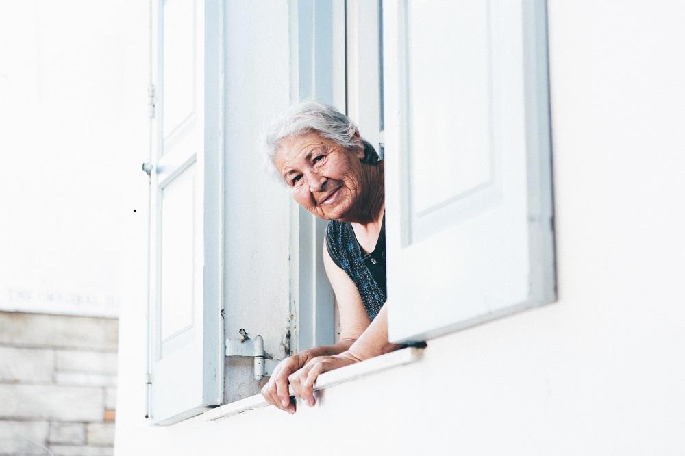Kad je mama od 82 leta spremna da se vere po drveću, kako bi uštedela novac