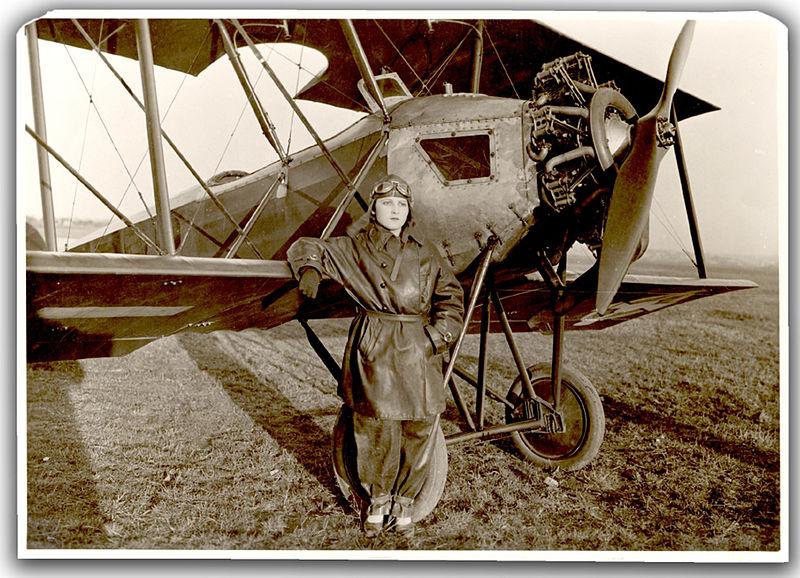 Danica Tomić, prva žena pilot, 1928. godina.jpg Направљено на датум 25. јун 1928.