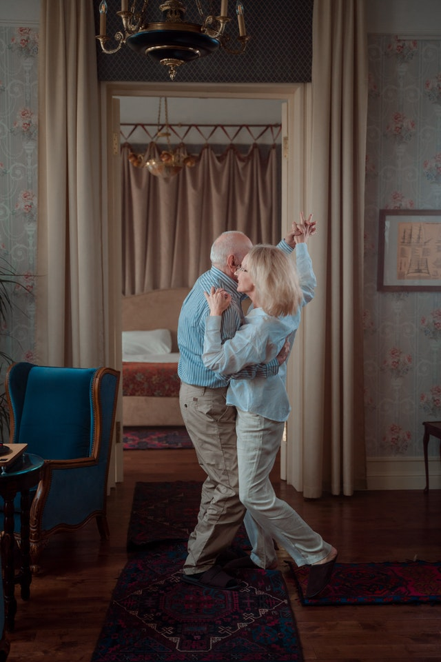 Ples: Fotografija od autora Cottonbro sa sakta Pexels